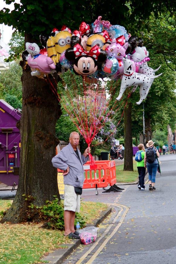 Heliumballongsäljare royaltyfria foton