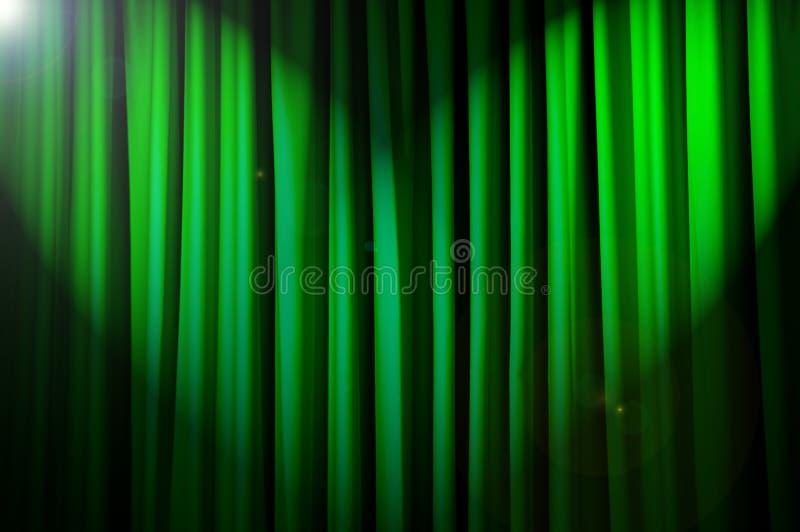 Hell beleuchtete Trennvorhänge - Theaterkonzept stockfotos
