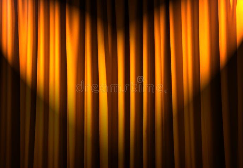 Hell beleuchtete Trennvorhänge - Theaterkonzept lizenzfreies stockfoto