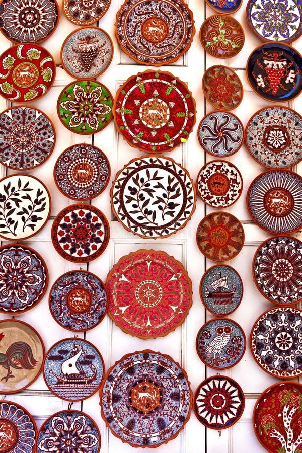 Hell farbige keramische Plattenanzeige lizenzfreie stockfotos