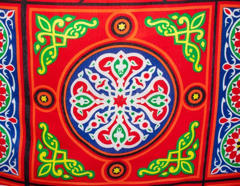 Hell farbiger Stoff, Material am ?gyptischen Marktstall stockfotografie