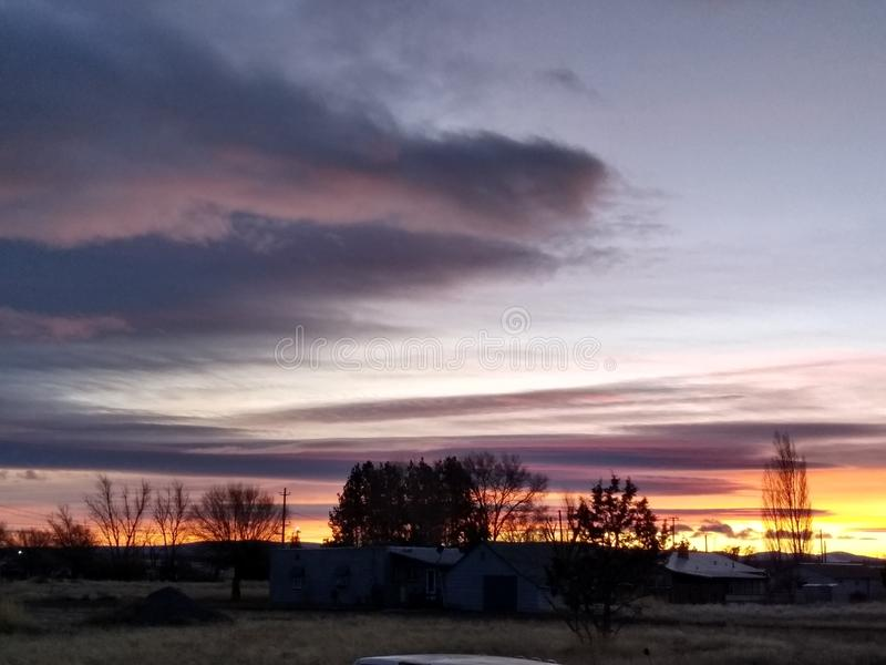 Helle Horizonte bei Sonnenuntergang lizenzfreie stockfotos
