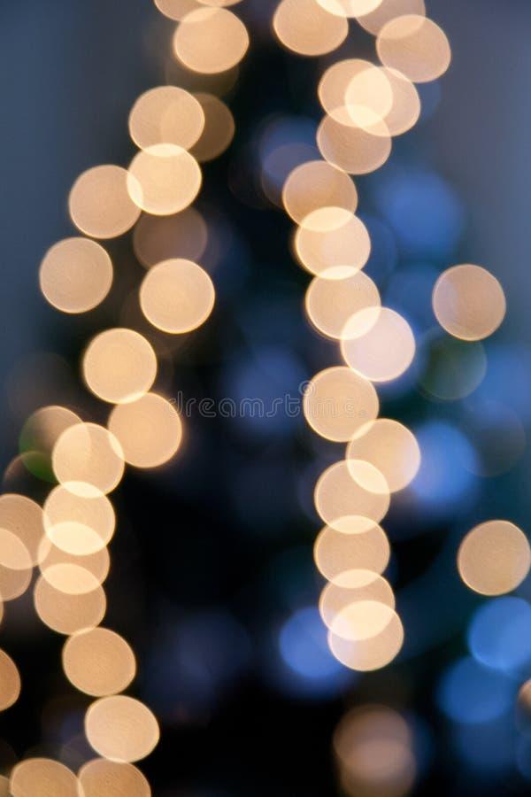 Helle Lichter auf dunkelblauem Nachthintergrund lizenzfreie stockfotografie
