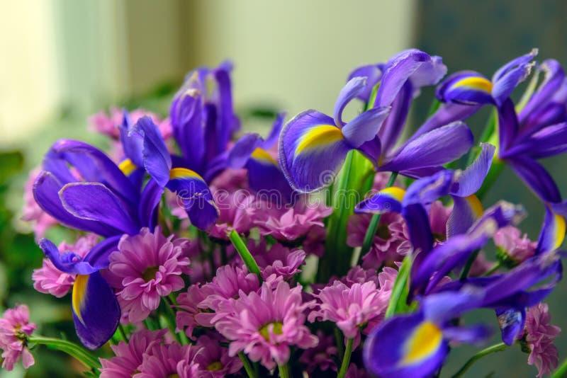 Helle Malerei von bunten Blumenstraußblumen stockfotografie