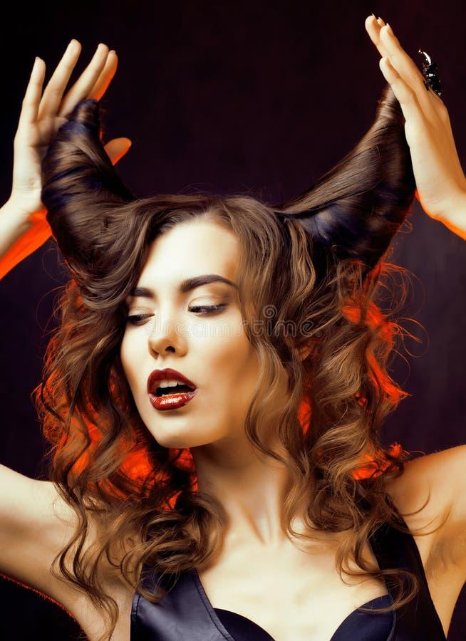 Helle mysteriöse Frau mit dem Hornhaar stockfoto