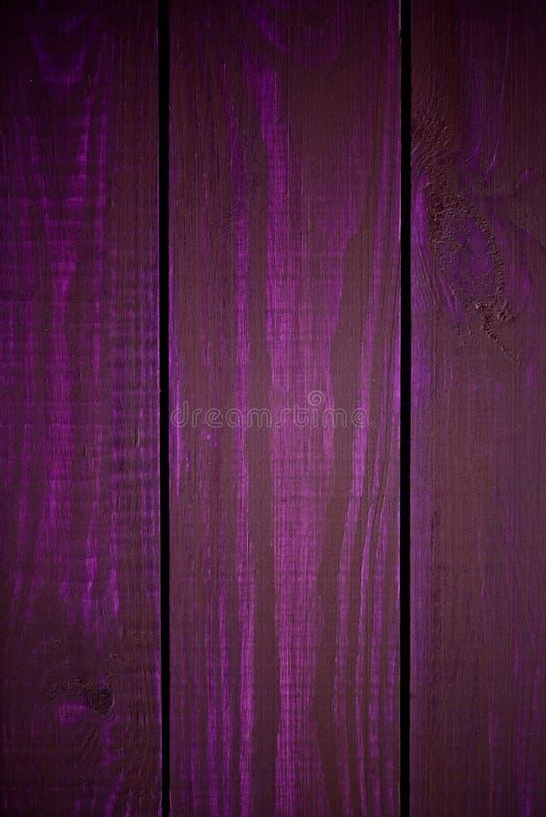 Helle purpurrote hölzerne Beschaffenheit als Hintergrundvignettenbeschaffenheit stockfoto