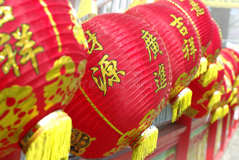 Helle rote chinesische Laternenwand stockbilder