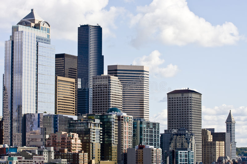 Helle Seattle-Skyline stockbilder