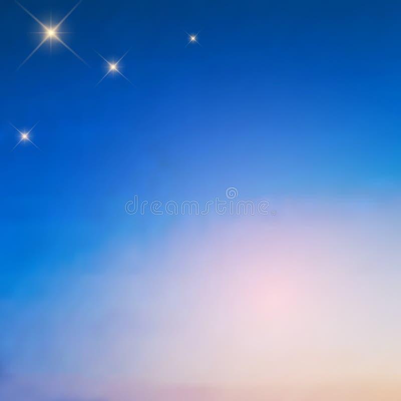 Helle Sterne im Vordämmerungshimmel, ein schöner unscharfer Übergang vom gesättigten Blau, zum - des Rosas, Vektor zu erblassen lizenzfreie abbildung