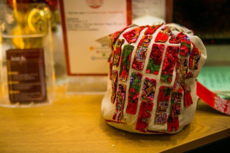 Helle Tasche des Geschenks für Weihnachtsgeschenke stockbilder