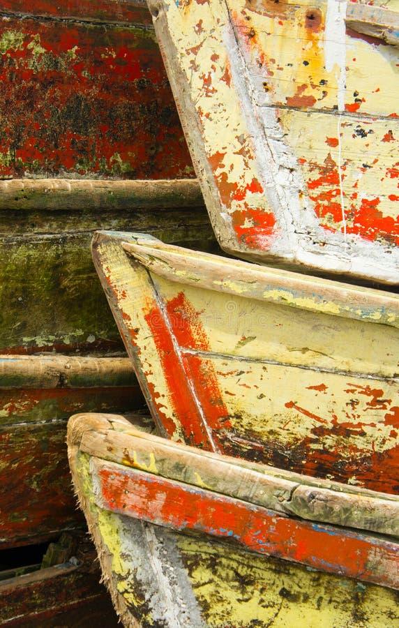 Helle verwitterte hölzerne Boote stockfoto