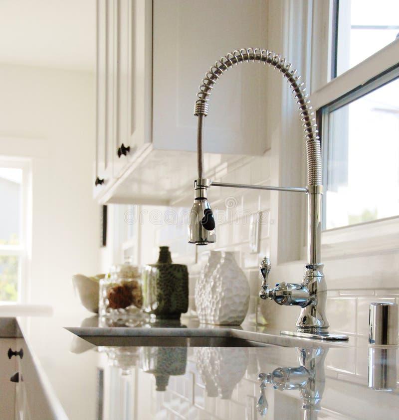 Helle weiße Küche stockbilder