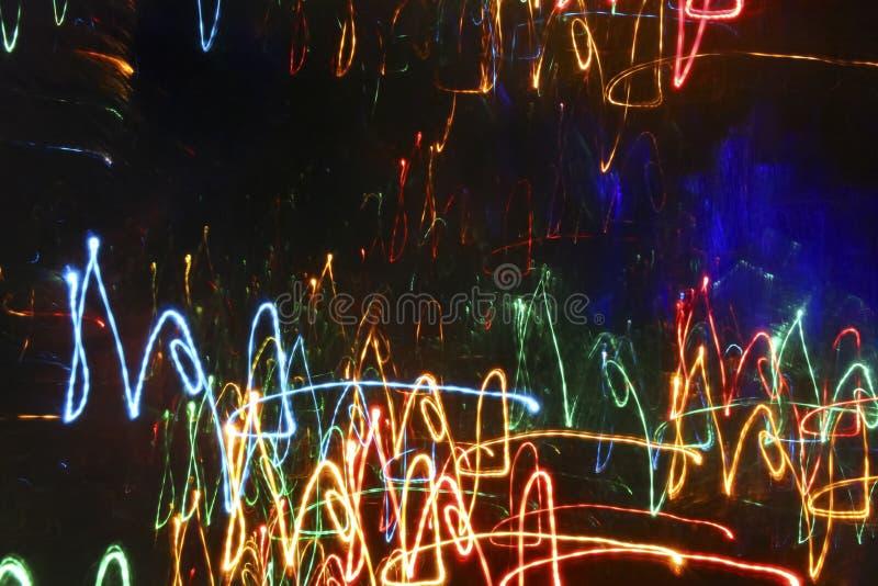 Heller abstrakter Hintergrund mit einem dunklen mittleren und hellen Neonli lizenzfreie abbildung
