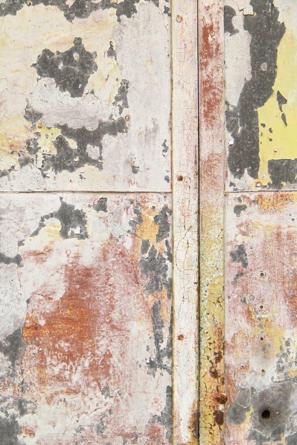 Heller ausdrucksvoller Hintergrund von verschiedenen Farben auf Metall stockbild