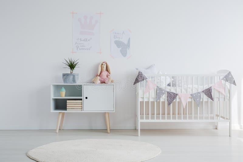 Heller Babyraum lizenzfreie stockfotos