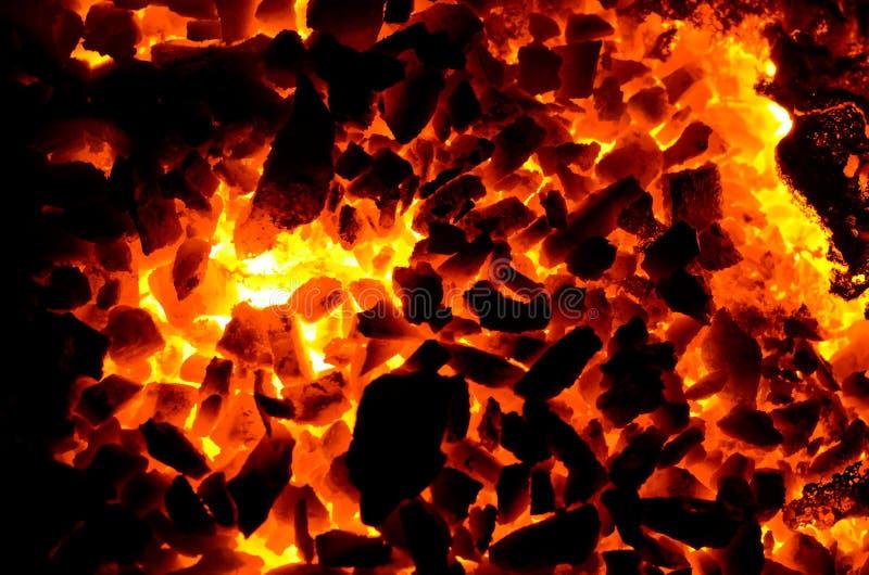 Heller Hintergrund besteht aus Beschaffenheit der heißen Kohle stockfoto