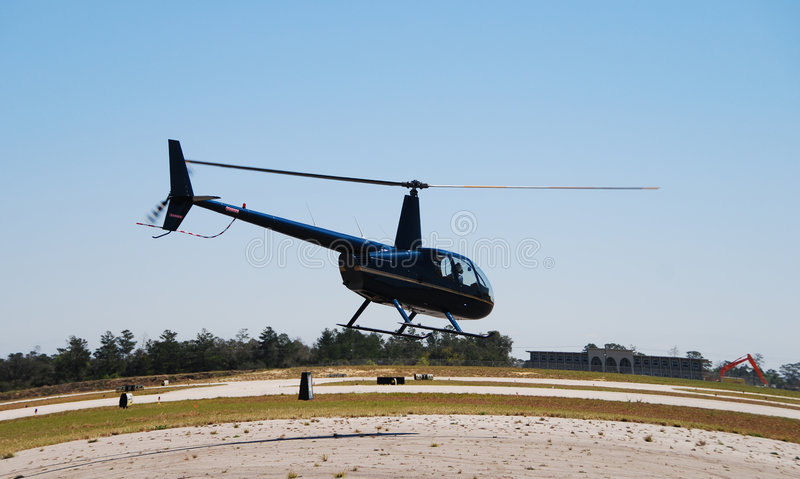 Heller Hubschrauberstart lizenzfreie stockfotografie