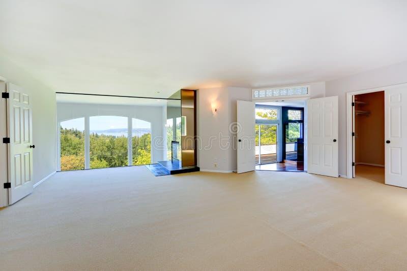 Download Heller Leerer Raum Mit Kamin Und Bogenfenster Stockbild   Bild Von  Leben, Haus: