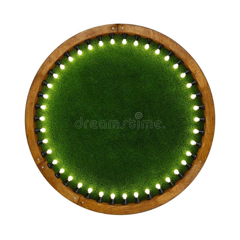 Heller Rahmen des Holzrings mit Hintergrund des grünen Grases stockbilder