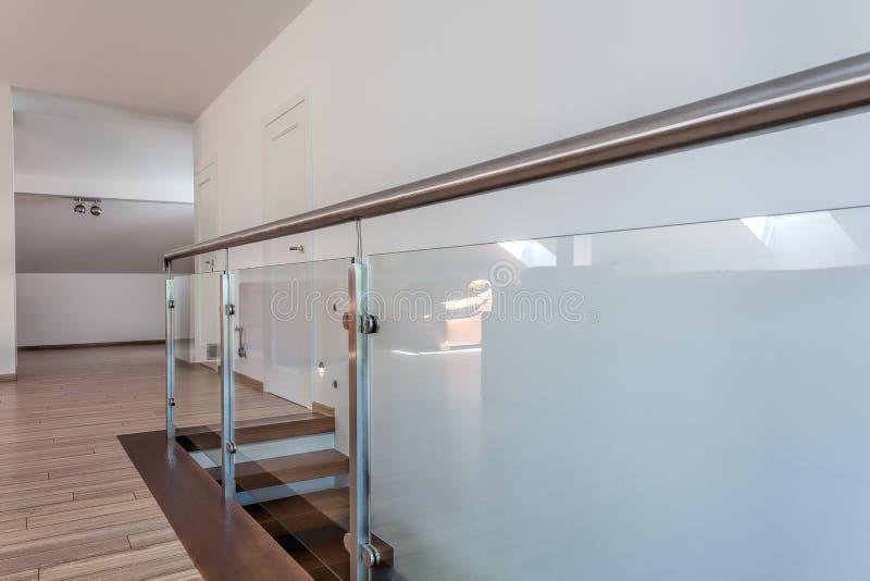 Heller Raum - die Sperre der Treppe stockfoto