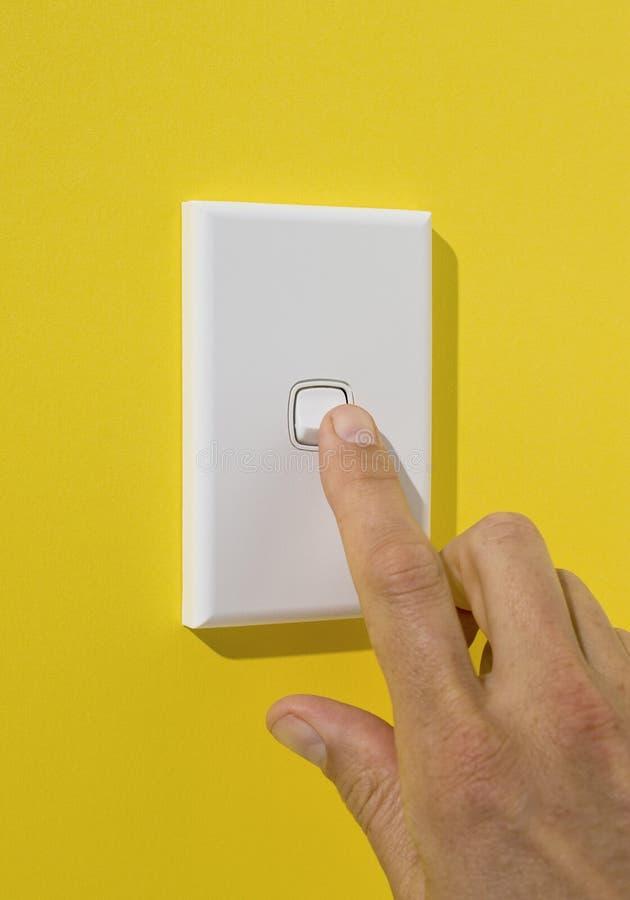 Heller Schalter, der gedrückt wird lizenzfreie stockbilder