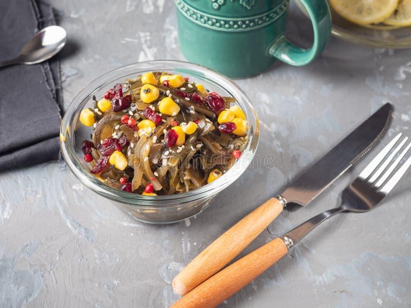 Helles Frühstück mit Seekohl mit in Büchsen konserviertem Mais lizenzfreie stockfotografie