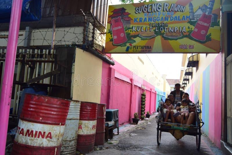 Helles Gas-Dorf in der Stadt von Semarang stockfotos