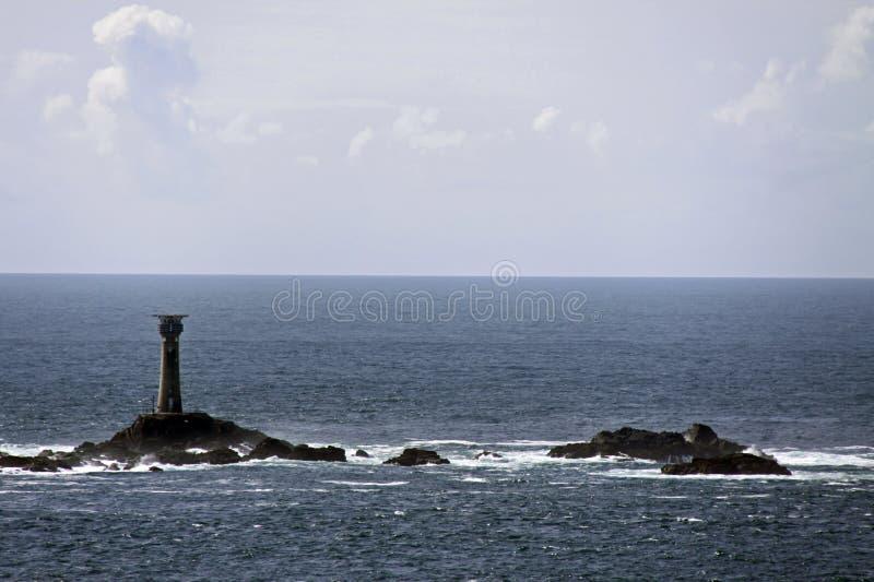 Helles Haus im Meer/im Ozean mit Felsen stockfotos