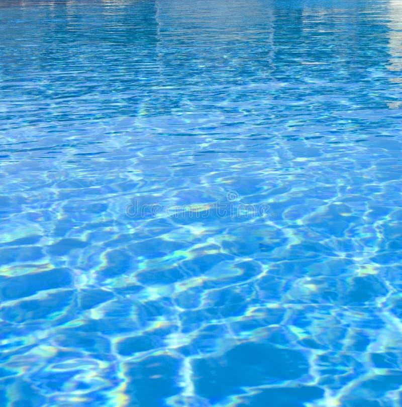 Helles Plätschern auf Wasser stockbild