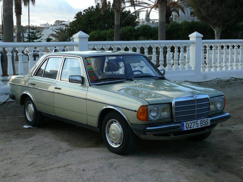 Hellgrüne Limousine Mercedes-Benzs 200 lizenzfreie stockbilder