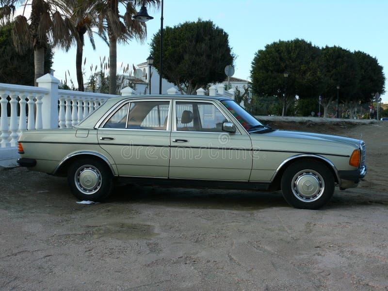 Hellgrüne Limousine Mercedes-Benzs 200 lizenzfreie stockfotos
