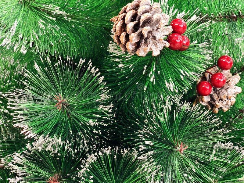 Hellgrüne Niederlassungen einer künstlichen Weihnachtsbaumnahaufnahme stockbild
