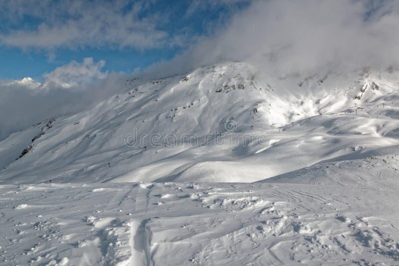 Hellingen in Solaise in de de skitoevlucht van Val D ` Isère stock foto
