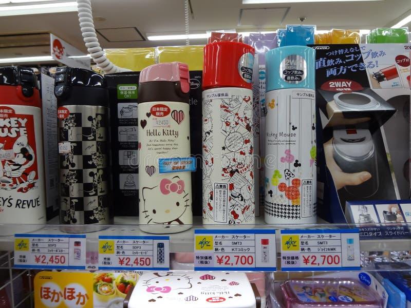 Hello Kitty en Mickey Mouse-thermosflessen royalty-vrije stock foto