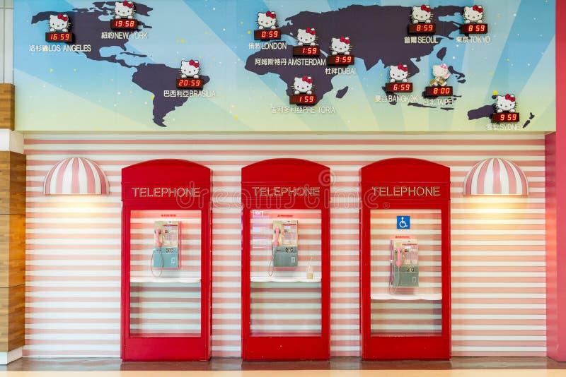 Hello Kitty Phone Booths At Taoyuan flygplats royaltyfri fotografi