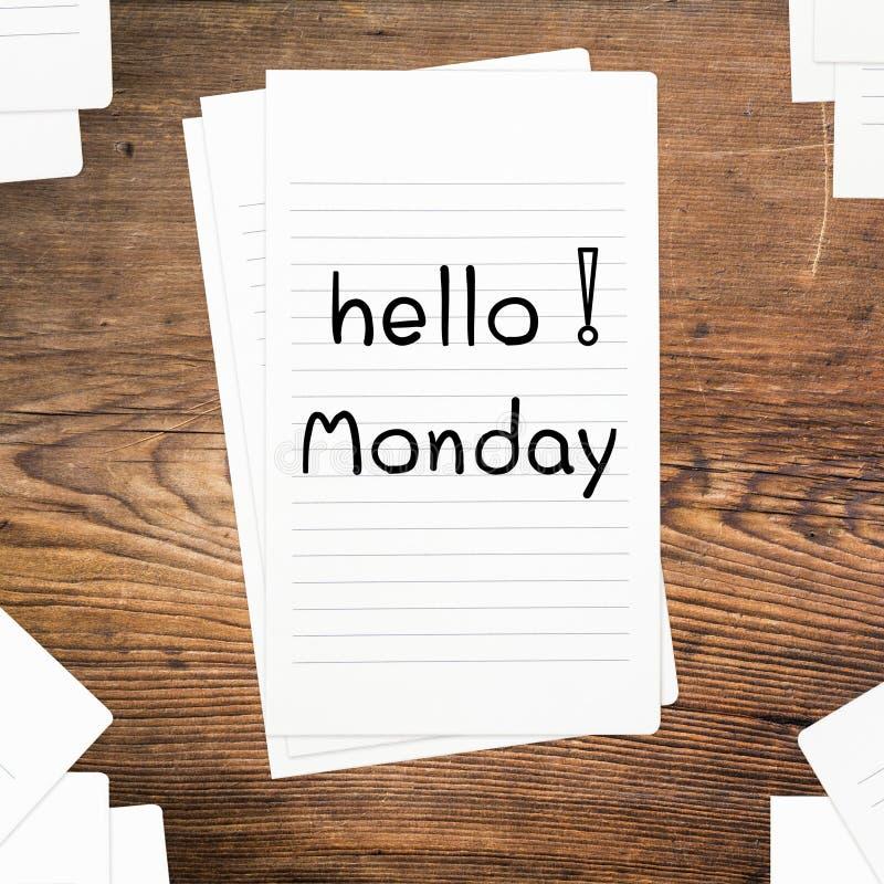 Hello måndag på papper fotografering för bildbyråer