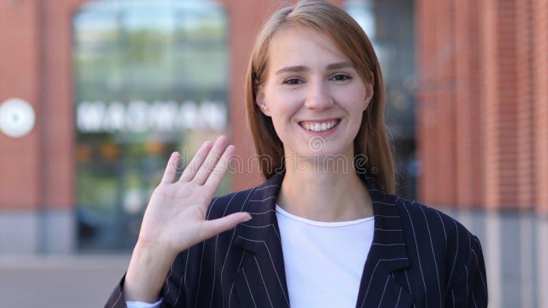 Hello-Teken door Jonge Bedrijfsvrouw royalty-vrije stock foto