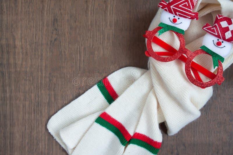 Hello vinter, begrepp för glad jul med modetillbehör på träbakgrund royaltyfri fotografi