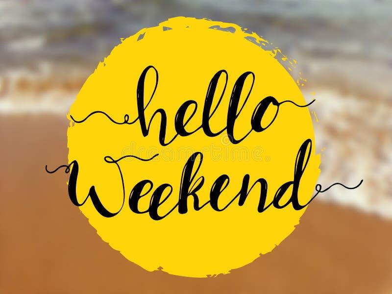 Hello-weekend het van letters voorzien op overzeese mening Inspirational citaat op strandachtergrond stock foto