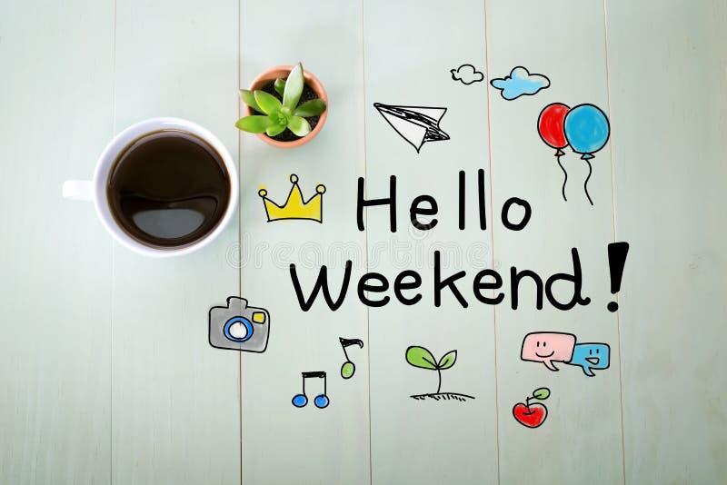 Hello-Weekendbericht met een kop van koffie stock foto