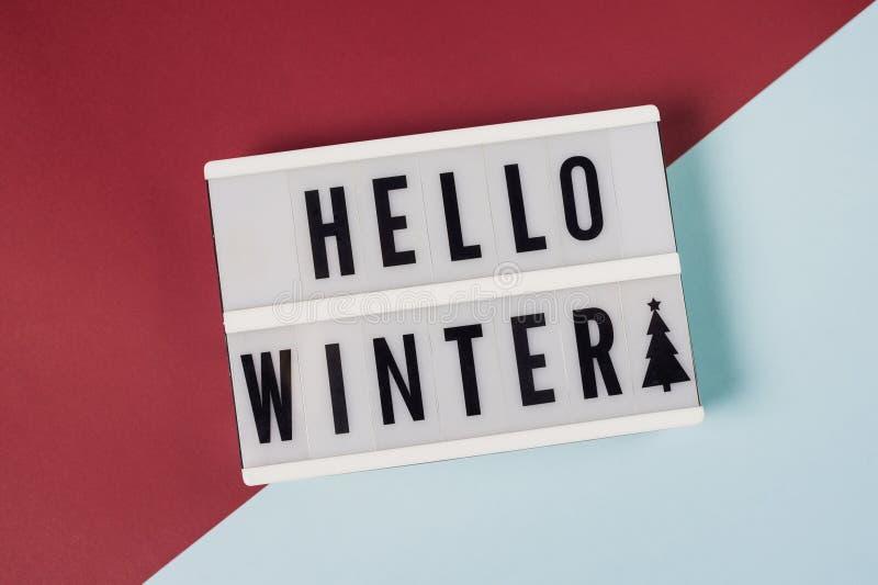 Hello Winter - texte sur un voyant d'affichage photos libres de droits