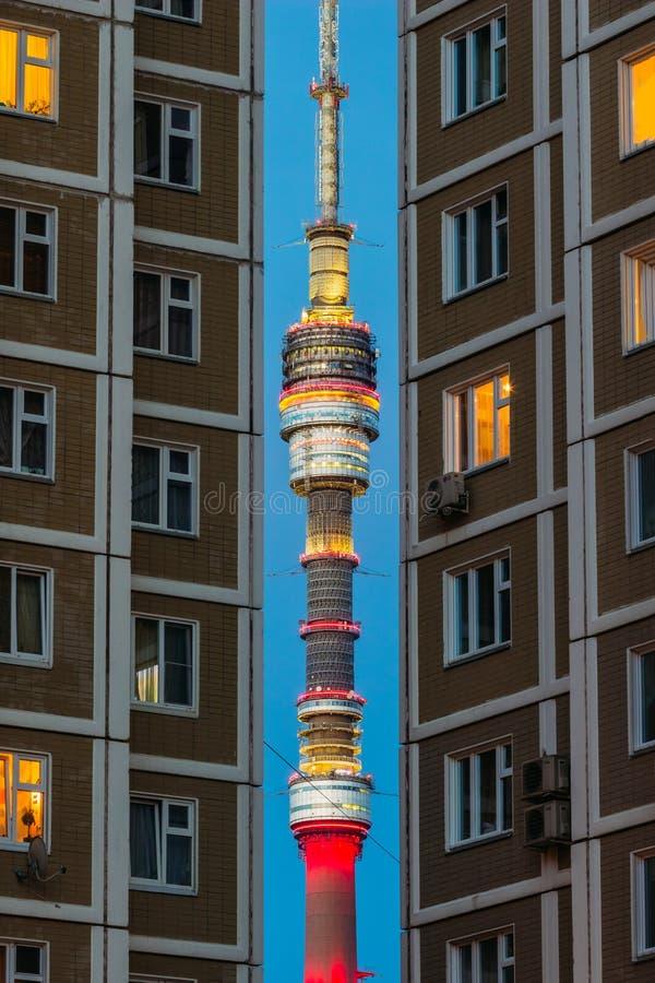 Helm von Ostankino-Turm mit Beleuchtung stockfotografie