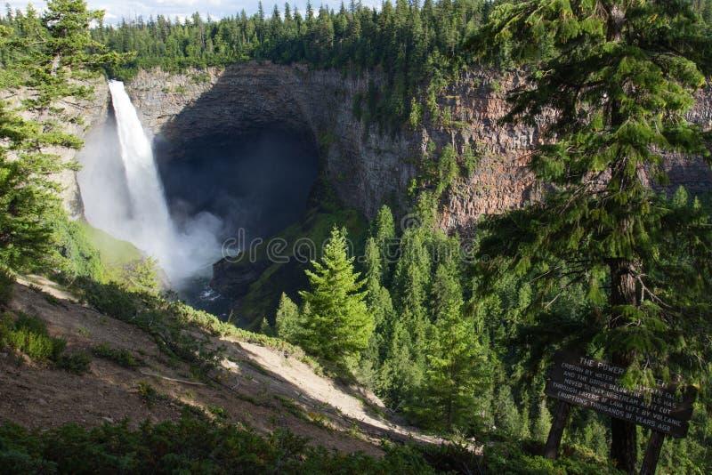 Helmcken понижается в парк около Clearwater, Британскую Колумбию Wells серый захолустный, Канаду Helmcken падения водопад 141 m н стоковые изображения