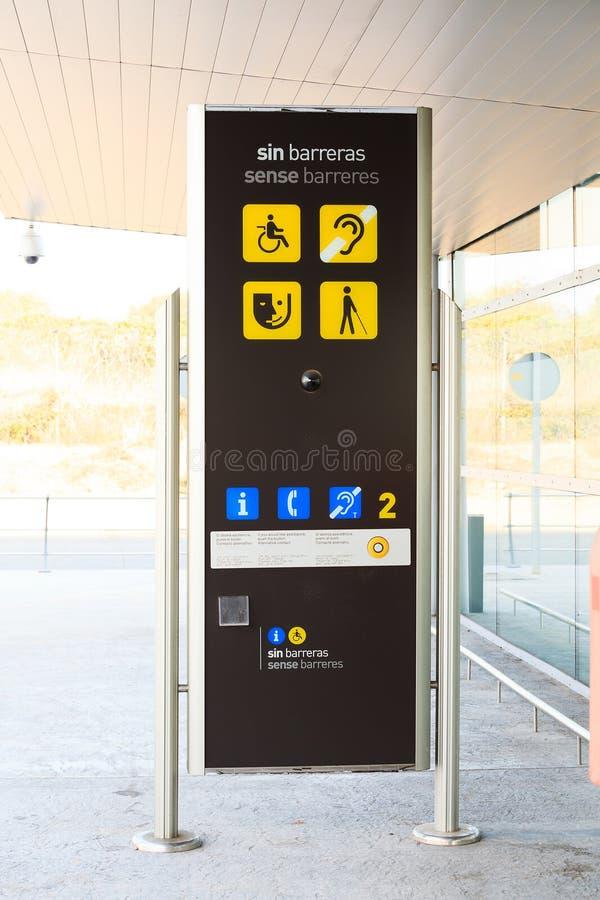 Helpdesk automatique d'aéroport photo stock