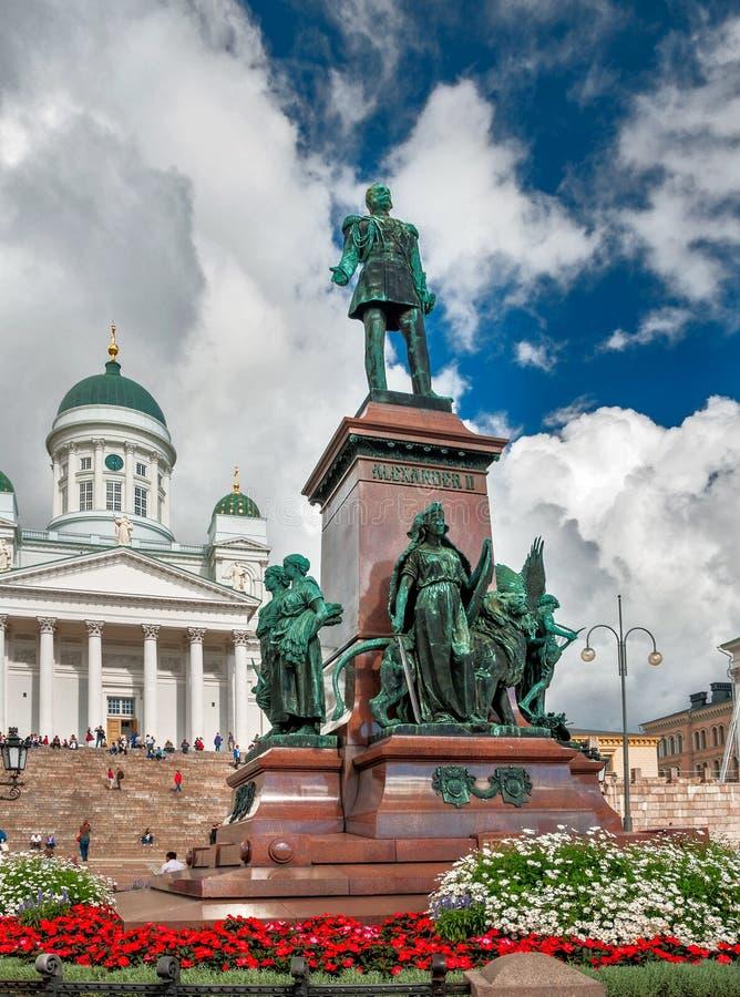 Helsínquia como é ruas Vida quotidiana da cidade no dia adiantado ensolarado do outono imagem de stock royalty free