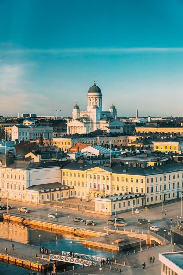 Helsínquia, Finlândia Rua Aerial View Com Palácio Presidencial E Catedral De Helsínquia No Dia Do Inverno imagem de stock