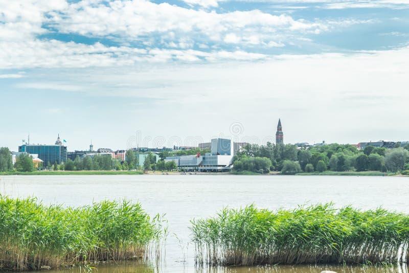 Helsínquia, Finlandia - 12 de junho de 2019: A baía de Toolo no parque da cidade no congresso de Helsínquia, de Finlandia Salão e imagem de stock royalty free