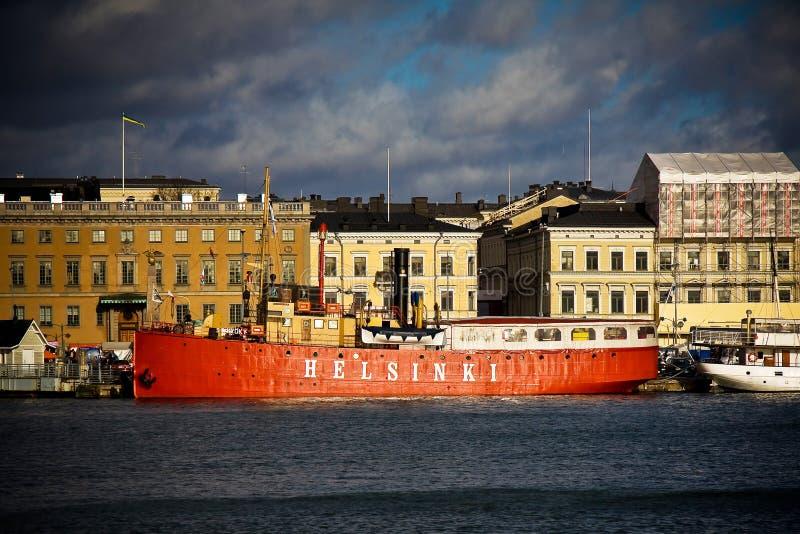 HELSÍNQUIA, FINLANDIA - 29 DE OUTUBRO DE 2008: Navio em um mar fotografia de stock