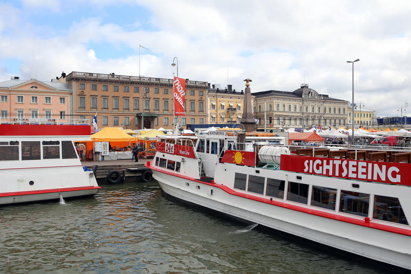 Helsínquia, Finlandia Ferryboats no porto fotos de stock royalty free