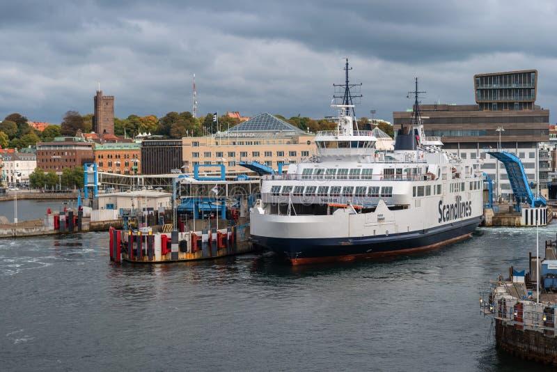 Helsingbog, Швеция - 9-ое октября 2016: взгляд города и порта на пароме, который нужно плавать к Дании стоковые изображения